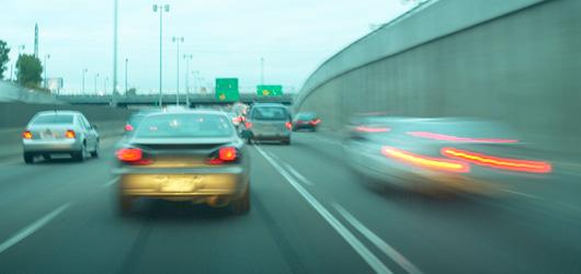 Plus une voiture est chère, plus son conducteur se permet de dépasser les limites de vitesse