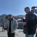 Le professeur Raphaël Rousseleau et Joël Cabalion, le traducteur, pendant un entretien sur le « Ridge », à Shimla.