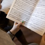 Le Choeur universitaire en répétition à Leysin. © Luca da Campo - Strates