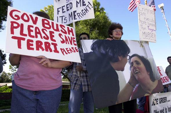 Terri Schiavo. Après des années dans le coma, cette Américaine est morte en 2005 suite à la coupure de son alimentation. Son cas est devenu un enjeu de débat national autour de l'euthanasie aux Etats-Unis. © Peter Muhly - Reuters