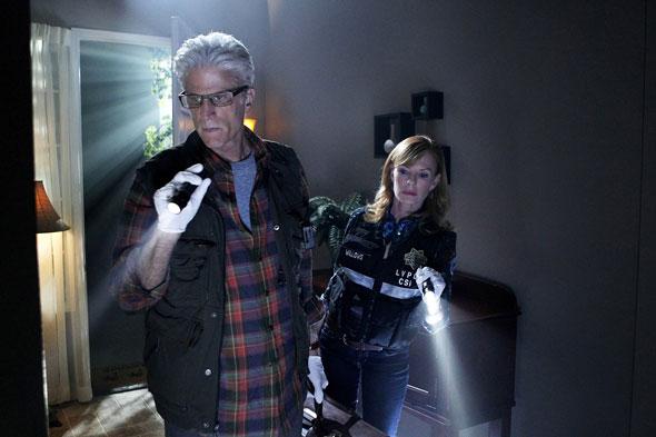 CSI : Las Vegas. D.B. Russell (Ted Danson) et Catherine Willows (Marg Helgenberger) dans la 12e saison des Experts. © Sonja Flemming/RTS /CBS Entertainment
