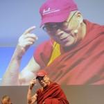 Le Dalaï Lama et Matthieu Ricard. © David Prêtre / Strates