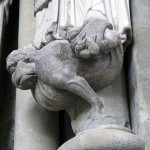 Le basilic. Cet hybride de coq et de serpent incarne le mal. © Claude Bornand