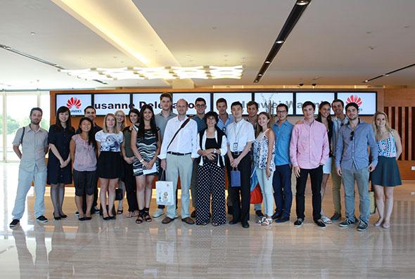 Les participants au voyage d'études dans les locaux de Huawei, à Shanghai. © Amy Yan