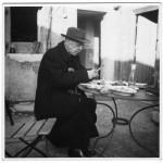 """C. F. Ramuz à l'auberge des Grands-Bois à Buchillon, en 1946. Photographie d'Henry-Louis Mermod, tirée de """"Vies de C. R. Ramuz"""". Par Daniel Maggetti et Stéphane Pétermann. Slatkine (2013), 191 p."""