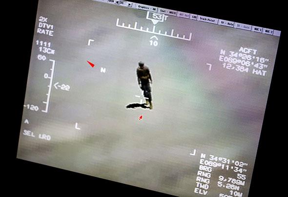 Image tirée d'un reportage sur la formation des opérateurs de drones, dans une base aérienne du Nouveau-Mexique (USA). Il s'agit d'un exercice et la silhouette humaine a été générée par ordinateur. © Keystone/Kontinent/Ola Torkelsson