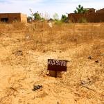 Niamey, Ceinture Verte. Le panneau d'un propriétaire. Photo Maurice Ascani