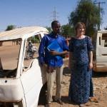 Niamey (Niger), Ceinture Verte. Najoum Alhassane, assistant de recherche et Ursula Meyer, doctorante à l'Institut de géographie et durabilité. Photo Maurice Ascani