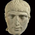 """Portrait d'un jeune Erétrien. Erétrie, fin du Ier-début du IIe siècle apr. J.-C. Image tirée de """"Cité sous terre"""". Infolio (2010)."""