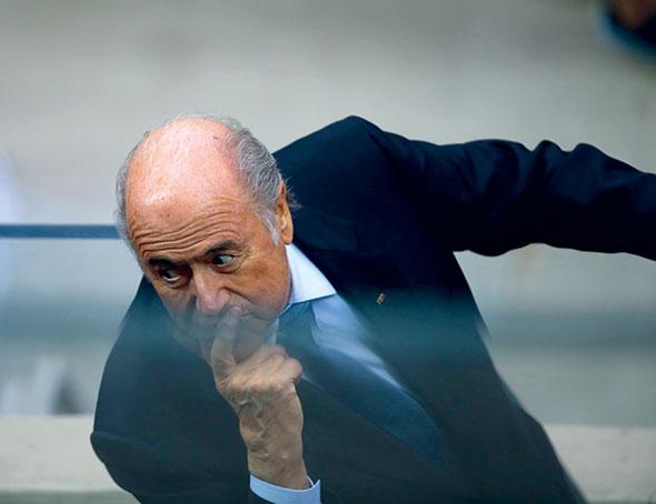 Sepp Blatter. Le Valaisan est à la tête de la prestigieuse et influente Fédération internationale de football association (FIFA). Ici, pendant la demi-finale Brésil-Allemagne, le 8 juillet 2014. © Chen Jianli/Xinhua/Keystone