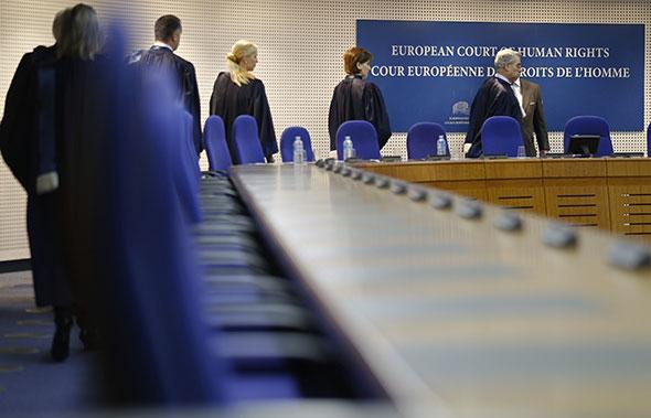 Juges de la Cour européenne des droits de l'homme, le 3 décembre 2013 à Strasbourg. © Reuters / Vincent Kessler