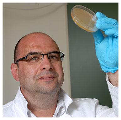 Grégory Resch Maître-assistant suppléant au Département de microbiologie fondamentale. Nicole Chuard © UNIL