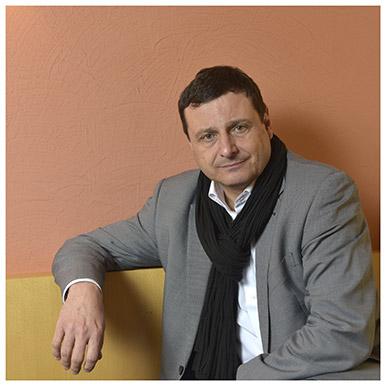 Bernard Wicht. Privat-docent à la Faculté des SSP où il enseigne la stratégie. Il est aussi l'auteur d'un livre intitulé « Europe Mad Max demain ? » (Favre, 2013). Nicole Chuard © UNIL