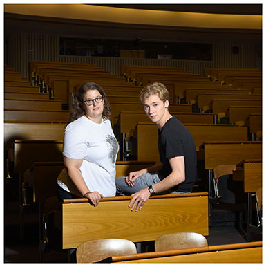 Morgane Chave et David Ruchat. Etudiants en médecine à l'Université de Lausanne. Ils déplorent l'image négative dont souffrent les médecins de famille. Nicole Chuard © UNIL