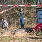 Comment photographier un cadavre dont le visage est caché dans l'ombre ? La principale difficulté à laquelle Justine et Céline (au centre) doivent faire face. Photo F. Ducrest © UNIL