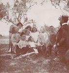 Henri Roorda avec des membres de la famille Vallotton, photographie de Paul Vallotton, Broc, vers 1906-1907 (collection particulière)