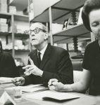 Philippe Jaccottet, Gustave Roud et Anne Perrier à la Librairie Payot, photographie de Marcel Imsand, 9 mars 1968 (fonds Gustave Roud, CLSR / © Musée de l'Élysée, Lausanne)