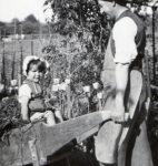 Petite fille dans le Jorat, photographie de Gustave Roud (fonds G. Roud, CLSR / © AAGR)