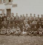 Groupe de fusiliers et de dragons de l'armée suisse, Carrouge, vers 1915 (fonds Gustave Roud, CLSR)