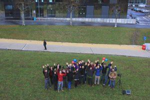 L'équipe du groupe d'analyse de risques, presque au complet, pris par un drone