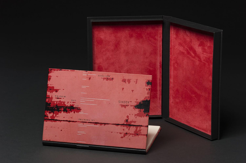 Reliure d'Ana Ruiz-Larrea (E) sur: Le théâtre et les miroirs, poèmes d'Adonis, illustrations de Marc Pessin (UPA 89114)