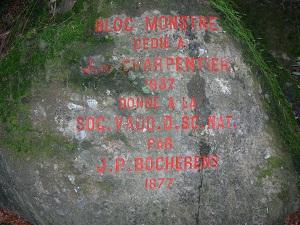 Inscription sur un bloc erratique propriété de la SVSN, dans la région de Bex